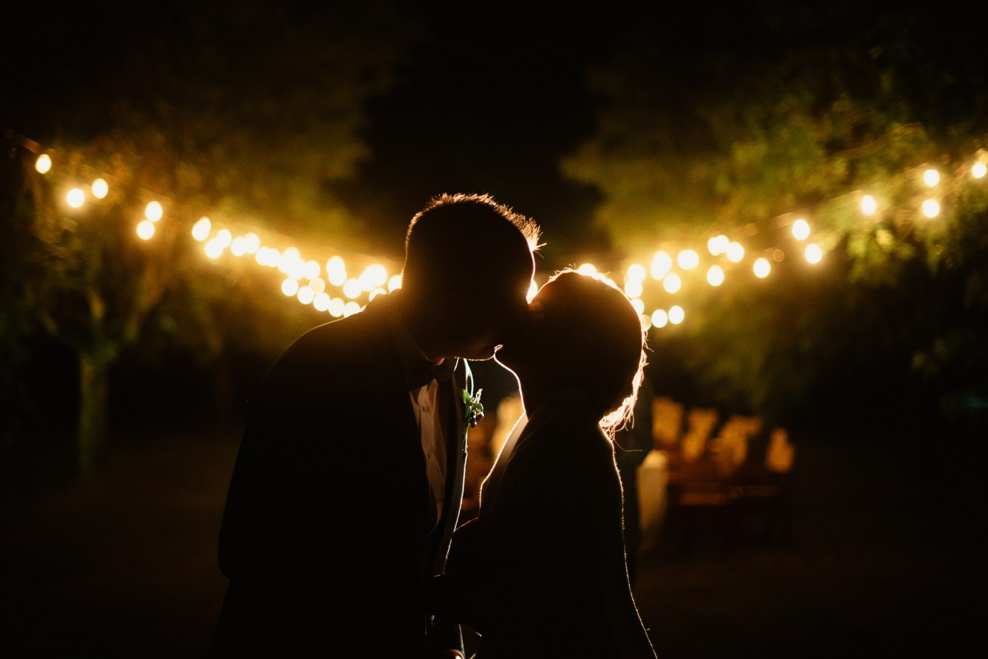 Bride and groom kissing in Spoleto